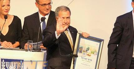 שמעון מזרחי מקבל את פרס ישראל (משה חרמון)