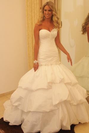 רגע לפני החתונה, דנה בסלון הכלות של דני מזרחי