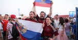 רוסיה התחפשה לברזיל: קרנבל האוהדים יצא לדרך