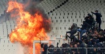 מהומות אלימות לפני המשחק בין א.א.ק לאייאקס