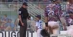 קורע: עוזר המאמן בן ה-6 הורחק והחל להשתולל
