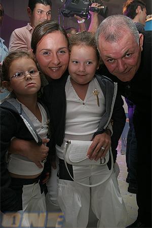 משפחת כהן: האבא, האישה אילונה והבנות