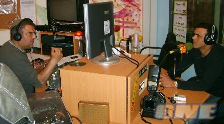 אייל פלאס האיש שמאחורי המיקרופון: יורם יצחק ואזאנא
