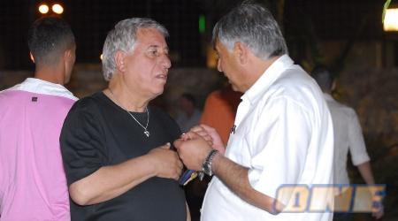 יוסי מזרחי ואברהם לוי בשיחה צפופה