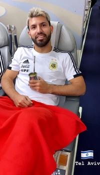סרחיו אגוארו במטוס, מתכונן לנחיתה בישראל (אינסטגרם)