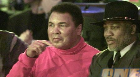 פרייזר ועלי במשחק האולסטר ב-2002 (רויטרס)