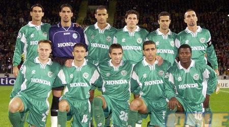 עם החברים בחיפה לפני המשחק מול לברקוזן בצ'מפיונס (רויטרס)