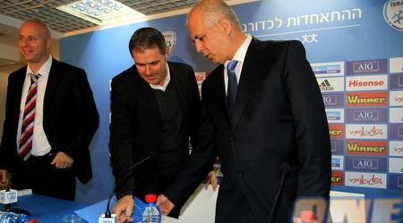 לוזון וגוטמן עם העט והמסמכים (יניב גונן)