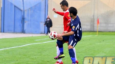 קרלוס צ´קאנה שומר על הכדור (יניב גונן)