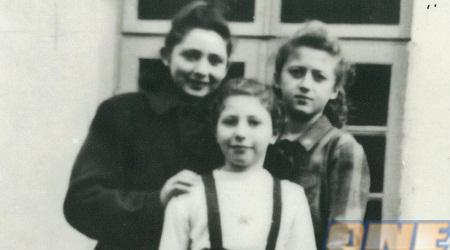 סאלה (מימין) ב-1948 בבית היתומים. נאלצה להיפרד מחברותיה הקרובות