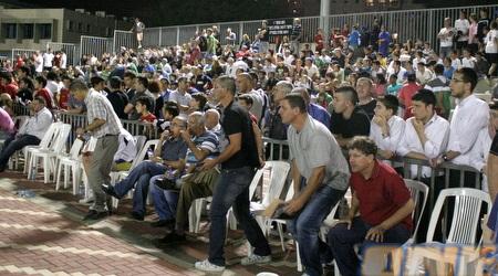 הקהל שהגיע למגרש ביהוד (חגי ניזרי)