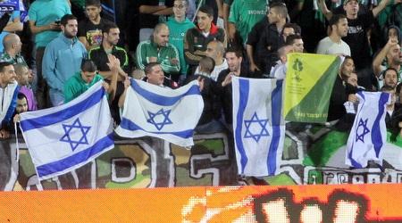 גם דגלי ישראל ביציעי חיפה וגדוד 51 של גולני כבוד (יניב גונן)