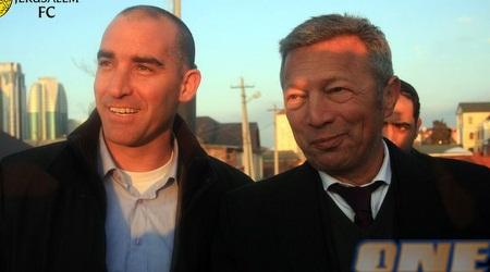 קורנפיין וגאידמק מחויכים (האתר הרשמי)