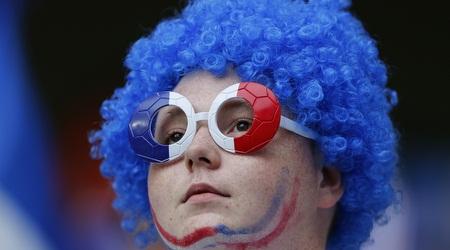 אוהד צרפת. מקווים לניצחון לפני הנסיעה לברזיל (רויטרס)
