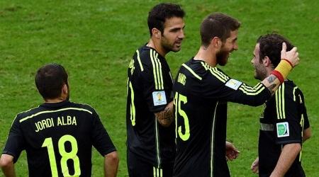 שחקני הנבחרת הספרדית חוגגים (GettyImages)