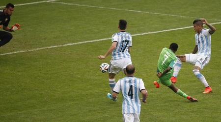 מוסה כובש את השני שלו במפגש העבר מול ארגנטינה (רויטרס)