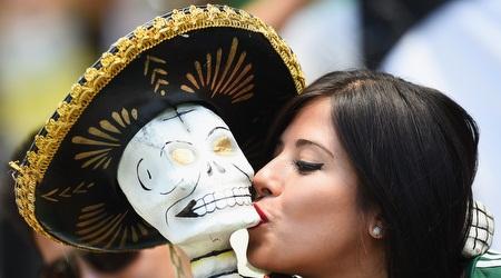 אוהדת מקסיקנית מרוצה ביציע (GettyImages)