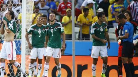 שחקני נבחרת מקסיקו מאוכזבים (רויטרס)