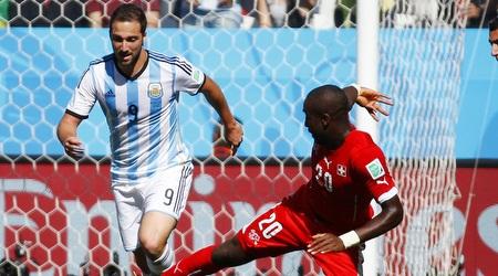 היגוואין מול שווייץ. יכולת מאכזבת מאוד של החלוץ (רויטרס)