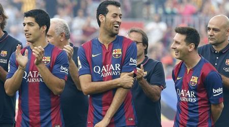 שחקני ברצלונה מוצגים לפני המשחק. עומדים ב (רויטרס)