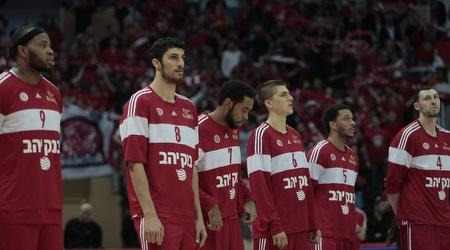 שחקני הפועל ירושלים בפתיחה (אורן בן חקון)