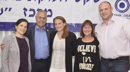 אליס שליזנגר עם איתן ברק ופבל מוסל (אלון אולדסמן)