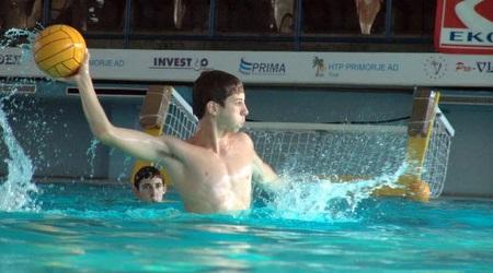 """בר רהב ז""""ל בבריכה. שחקן רב גוני, כישרון נדיר בכדורמים"""