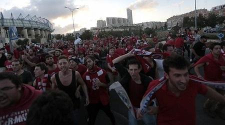הקהל של ירושלים בדרך לארנה (אורן בן חקון)