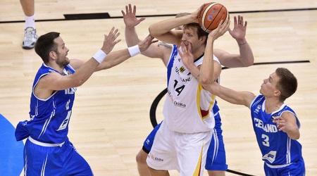 נוביצקי. חגג על החבורה מאיסלנד (FIBA)
