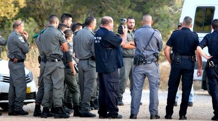 שוטרים ומאבטחים (משה חרמון)