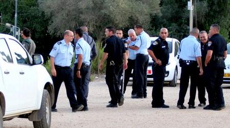 שוטרים (משה חרמון)