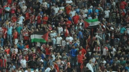 אוהדי סכנין עם דגלי פלסטין (עמרי שטיין)