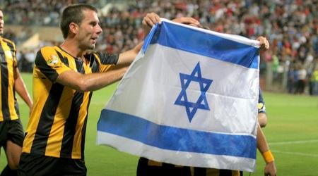 מטוביץ´ עם דגל ישראל (משה חרמון)