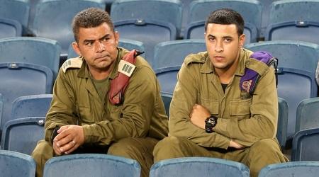 חיילים בטדי (אורן בן חקון)