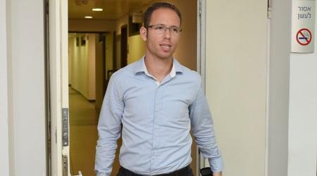 עורך הדין אריאל אברם (נעם מורנו)