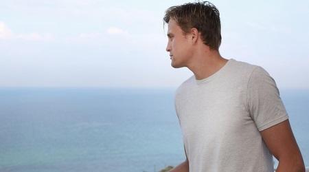"""שוינפלד. """"יש פה נוף לים"""" (רדאד ג´בארה)"""