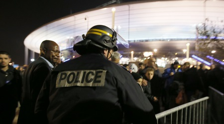 המשטרה בסטאד דה פראנס (רויטרס)