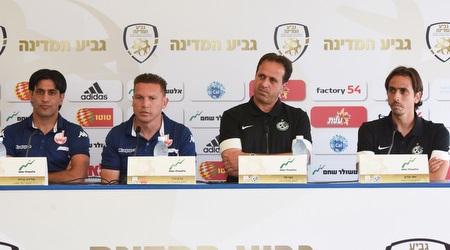 רוני לוי בימיו במכבי חיפה מול ברדה ובכר בגביע. מכיר היטב את חלוץ העבר (נעם מורנו)