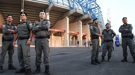 שוטרים מחוץ לטדי (איתי כהן)