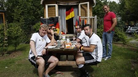 אוהדי גרמניה נהנו גם בפיקניק (רויטרס)