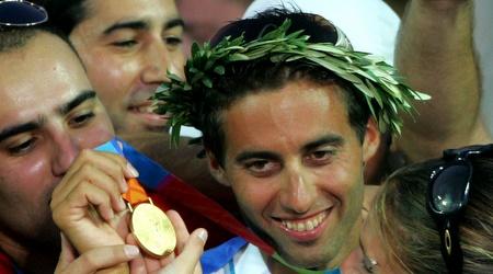 גל פרידמן עם מדליית הזהב ביוון (רויטרס)