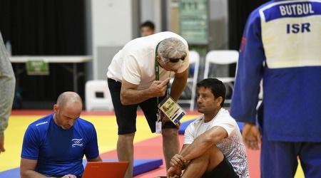פונטי ומאמן נבחרת הגברים אורן סמדג'ה (עמית שיסל)