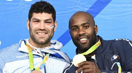 אורי ששון וטדי רינר עם המדליות (עמית שיסל)