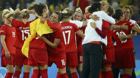 נבחרת גרמניה נשים בכדורגל חוגגת (רויטרס)