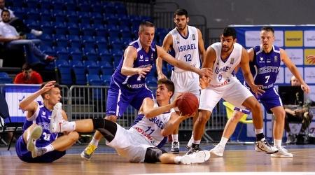 אדם אריאל נאבק עם האסטונים (איגוד הכדורסל)