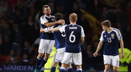 שחקני סקוטלנד חוגגים את הנקודה נגד ליטא (רויטרס)