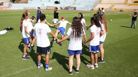הבנות בהפנינג באצטדיון רמת גן (איציק בלניצקי)