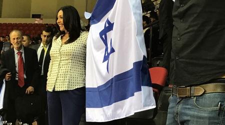 מירי רגב עם דגל ישראל (אסי ממן)