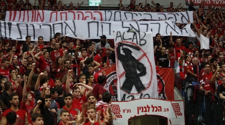 שלטי המחאה של אוהדי ירושלים (אורן בן חקון)