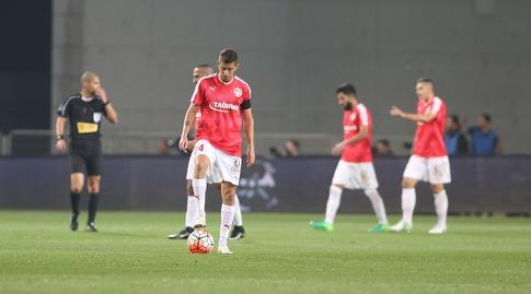 שחקני הפועל באר שבע מאוכזבים לאחר השער (רדאד ג'בארה)